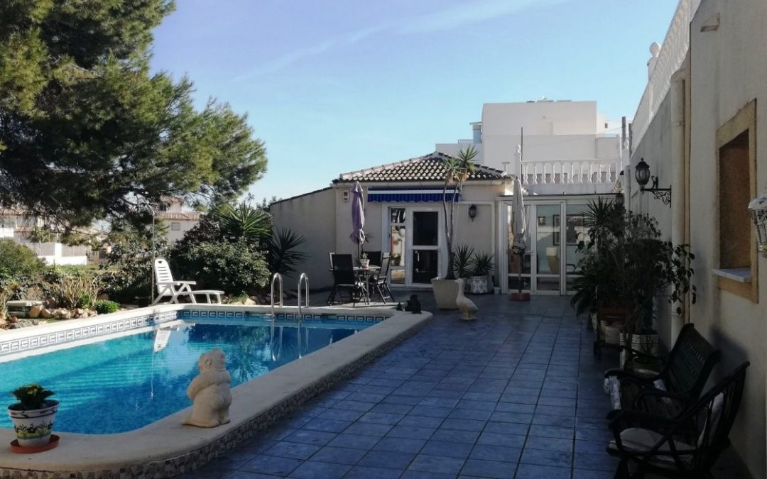 Three bedroom, two bathroom detached villa with private pool and separate apartment for sale on the Orihuela-Costa