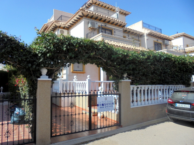 3 bed quad house in sought after Pinada golf, close to Villamartin Plaza and Golf Course